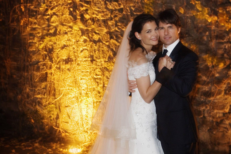 La iglesia de la Cienciología pagó a Katie Holmes y Nicole Kidman para casarse con Tom Cruise